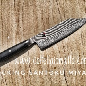 COLTELLO-MIYABI-ROCKING-SANTOKU-COLTELLAIOMATTO-ARROTINO-DAMASCO
